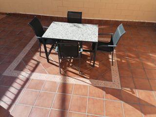 mesa y sillas patio