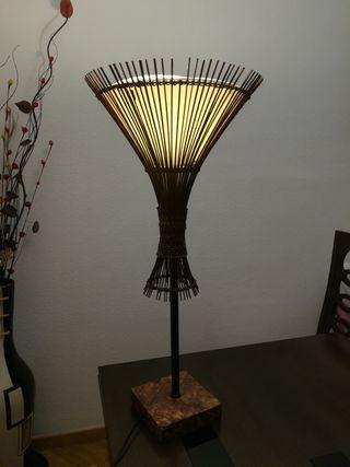 lámpara mimbre