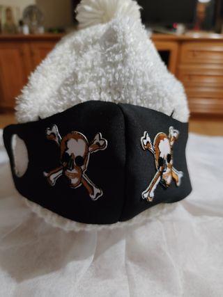 Mascarilla pirata.