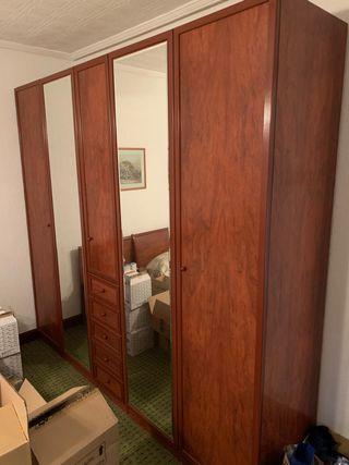 Armario grande con espejo