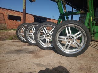 Llantas en perfecto estado con ruedas incluidas