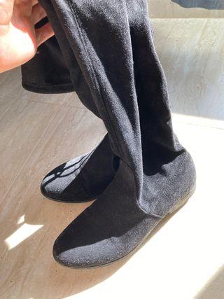 Botas altas por la rodilla