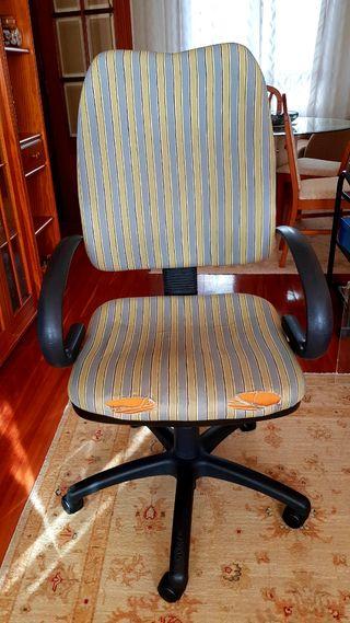silla ordenador y despacho