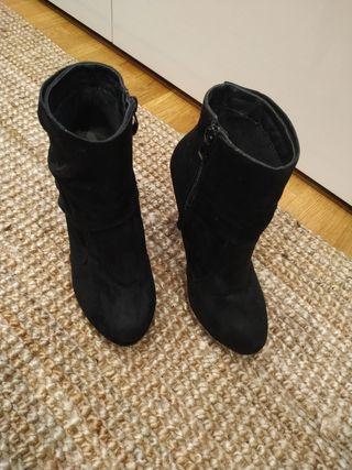 Botines negros tacón, talla 37.