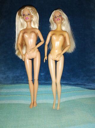 Dos Barbies articuladas