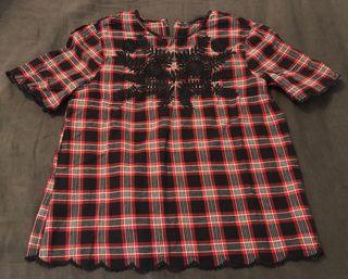 Blusa cuadros bordado Zara