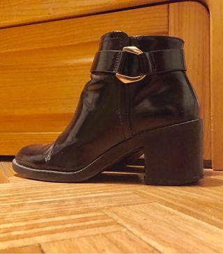 Botines de tacón cuadrado negros de Zara