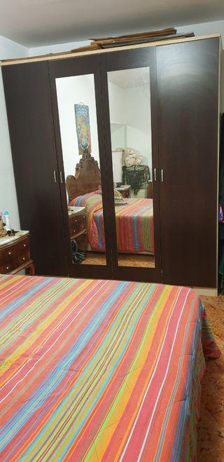 Armario de dormitorio de matrimonio