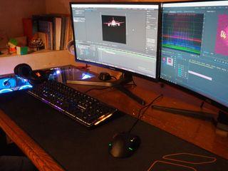 Set up ( PC, cascos, mesa, teclado, pantallas...)