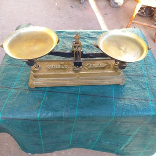 Balanza 2platos bronce color dorado