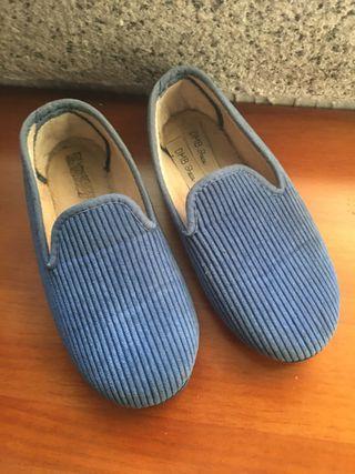 Pantuflas. Zapatillas casa T 31
