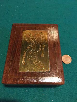 Caja de madera para guardar cartas de juego