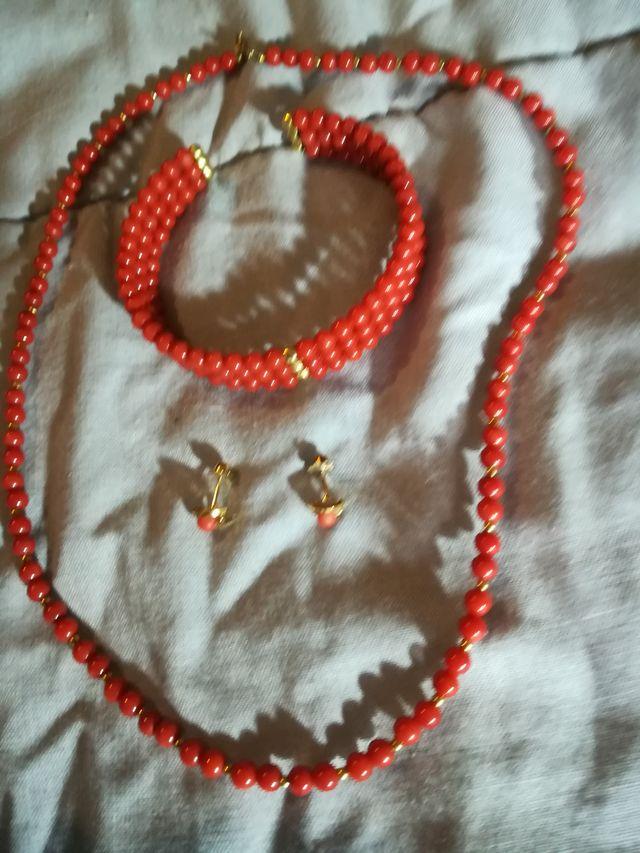 pendientes.pulsera y collar.corales.oro de 18 k