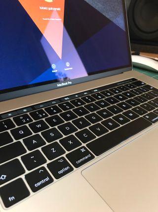 MacBook Pro 15 TouchBar 2.8 GHz 16GB Ram, 256 SSD