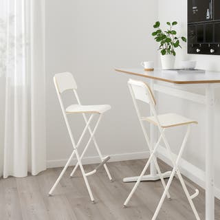 2 sillas altas ,taburetes