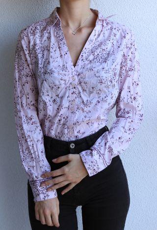 Camisa rosa de flores
