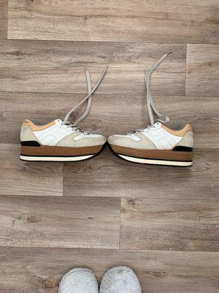 Zapatillas Hogan con taco beige y madera