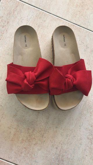 Sandalias de lazo rojo con plataforma