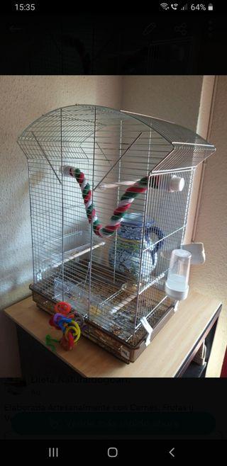 jaula para pájaros bastante grande