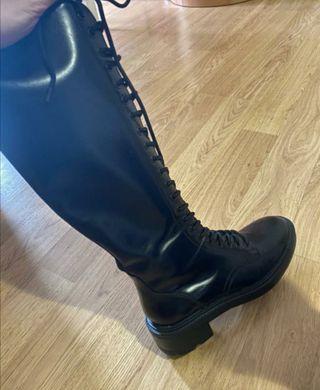 Botas tipo militares altas cordones Zara