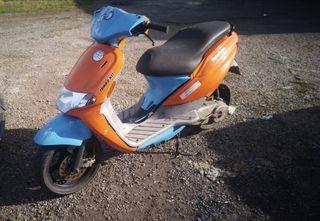 SE VENDE MOTO DERBI ATLANT DE 50CC..AÑO:2002