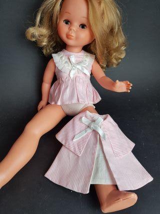 vestido y capa de muñeca años 60 - 70