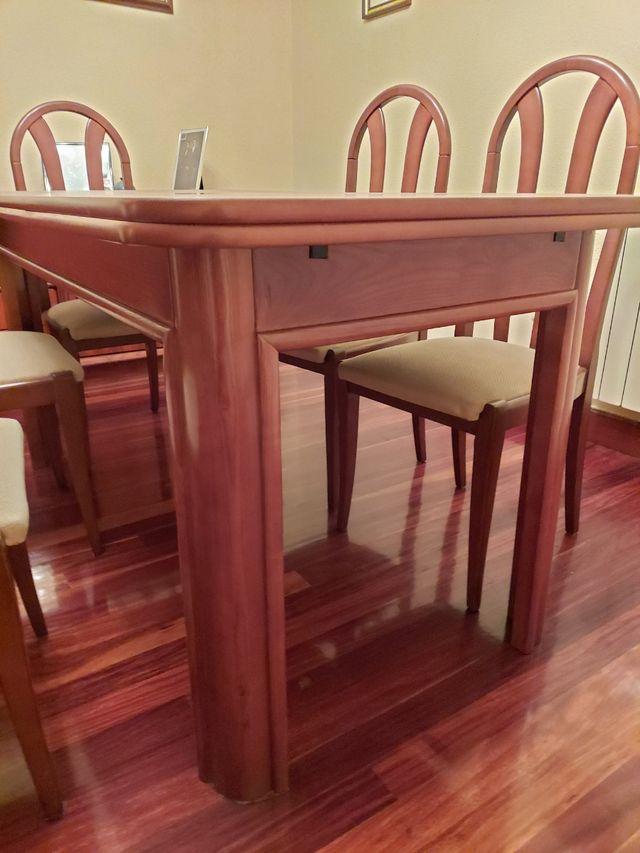 Mesa comedor extensible y sillas