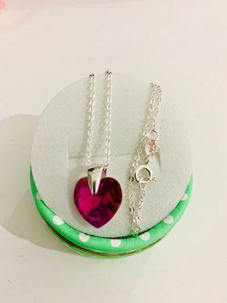 Collar de plata en forma de corazón