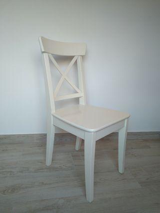 4 sillas blancas vintage