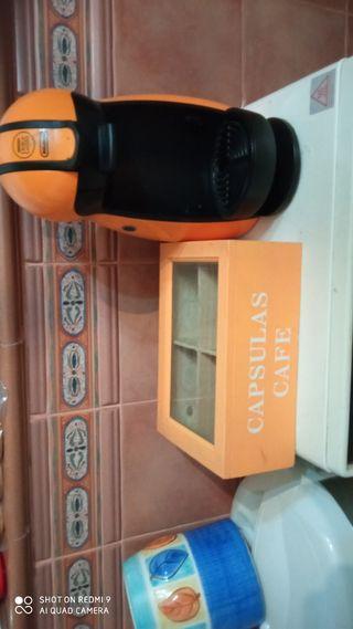 cafetera doce gusto y caja para monodosis