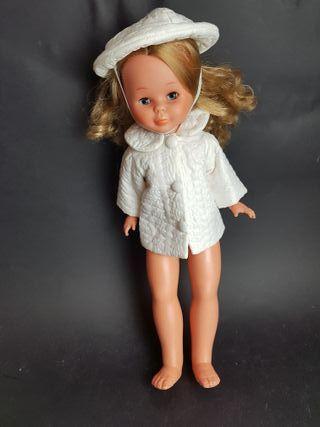 abrigo y gorro muñeca años 60 -70
