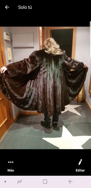 Precioso abrigo de lomos de vison hembra.