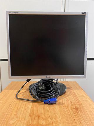 """Monitor LG 19"""" con teclado y ratón"""