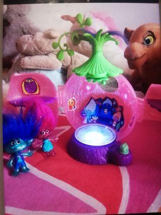 casa/pista de baile trolls, con luz, muñecos