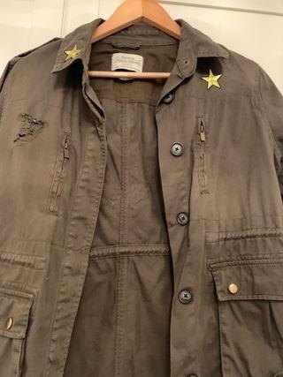 Cazadora estilo militar customizada.