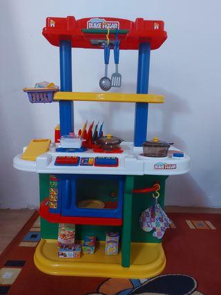 Cocinita de juguete con complementos