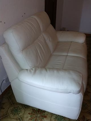 Vendo sofa italiano de piel 2 plazas. Urge
