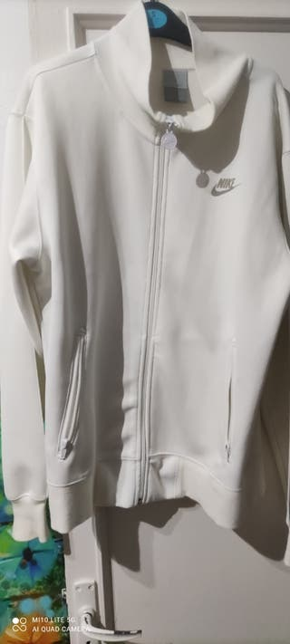 chaqueta Nike blanca