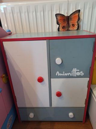 armario para ropa de muñecas