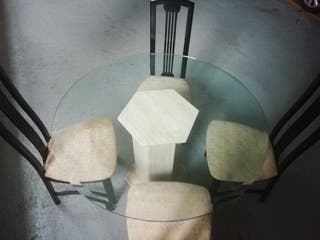 mesa de salón, 4 sillas y mueble de salón