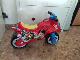 Moto juguete bebé correpasillos