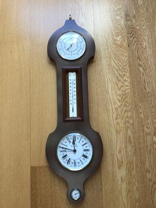Reloj de pared con barómetro