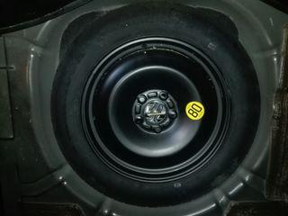 Rueda de repuesto (Neumático) + Gato