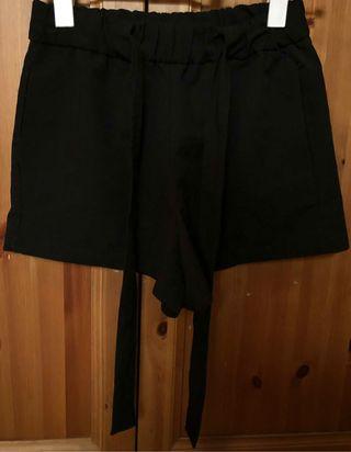 Pantalón negro corto