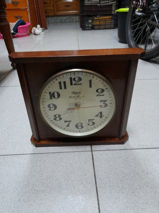 reloj de madera para corgar