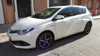 Toyota Auris 2017 hibrido 140h FEEL