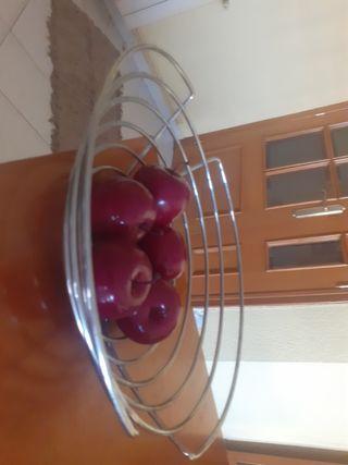 frutero com manzanas de regalo