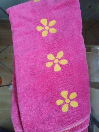 Toalla baño rosa flores amarillas