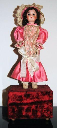 Muñeca Antigua Lehmann Porcelana. Caja Música.