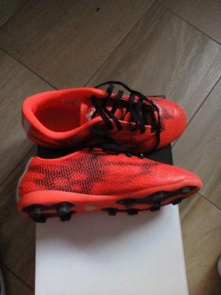 zapatillas de fútbol con tacos